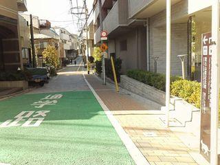 13漱石山房記念館に向かい道.JPG