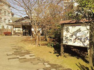 16漱石山房記念館裏庭.JPG